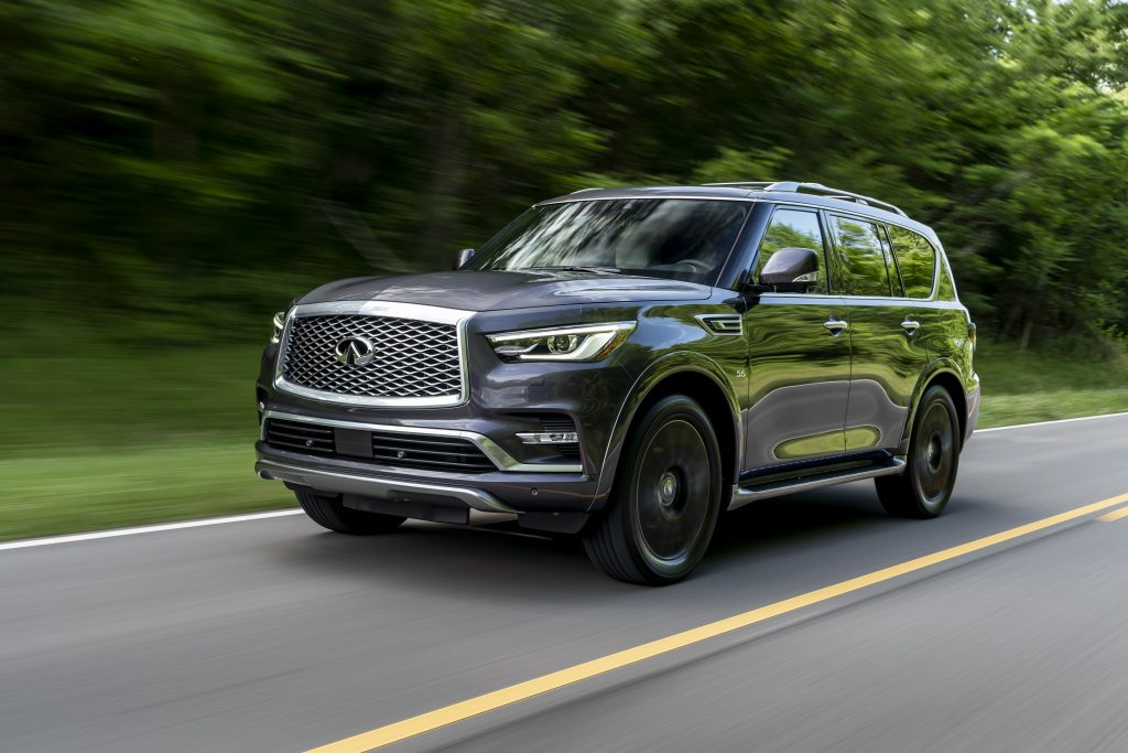 The 2019 QX80 LIMITED exterior features include specially designed dark machine-finished 22-inch forged aluminum-alloy wheels; satin chrome exterior trim, roof rails and crossbars; and unique front and rear bumper lower treatment. The QX80 is available in five exterior colors, including a new LIMITED-exclusive Anthracite Gray.