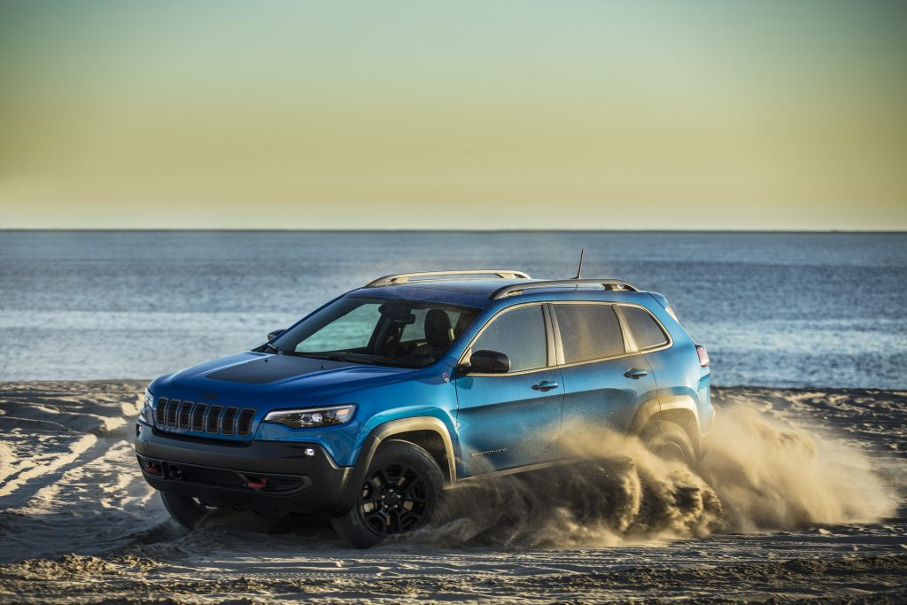 2019 Jeep Cherokee Trailhawk driving in sand