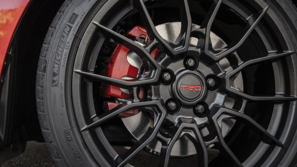 2020 Toyota Avalon TRD wheel detail