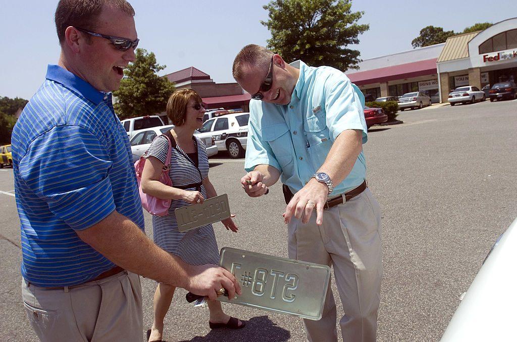 A couple participates in a Craigslist car sales transaction