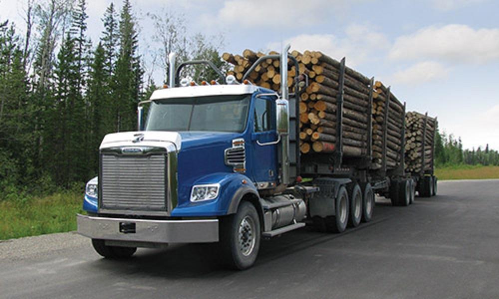 Freightliner 122SD logging truck