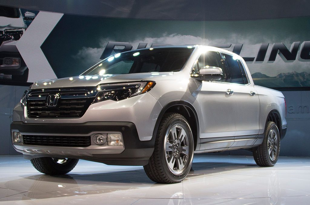 A silver Honda Ridgeline on display at an auto show.n di