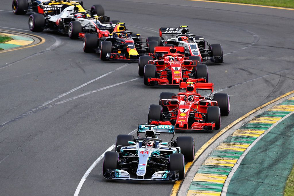 Cars racing down the track during a Formula 1 race in Australia
