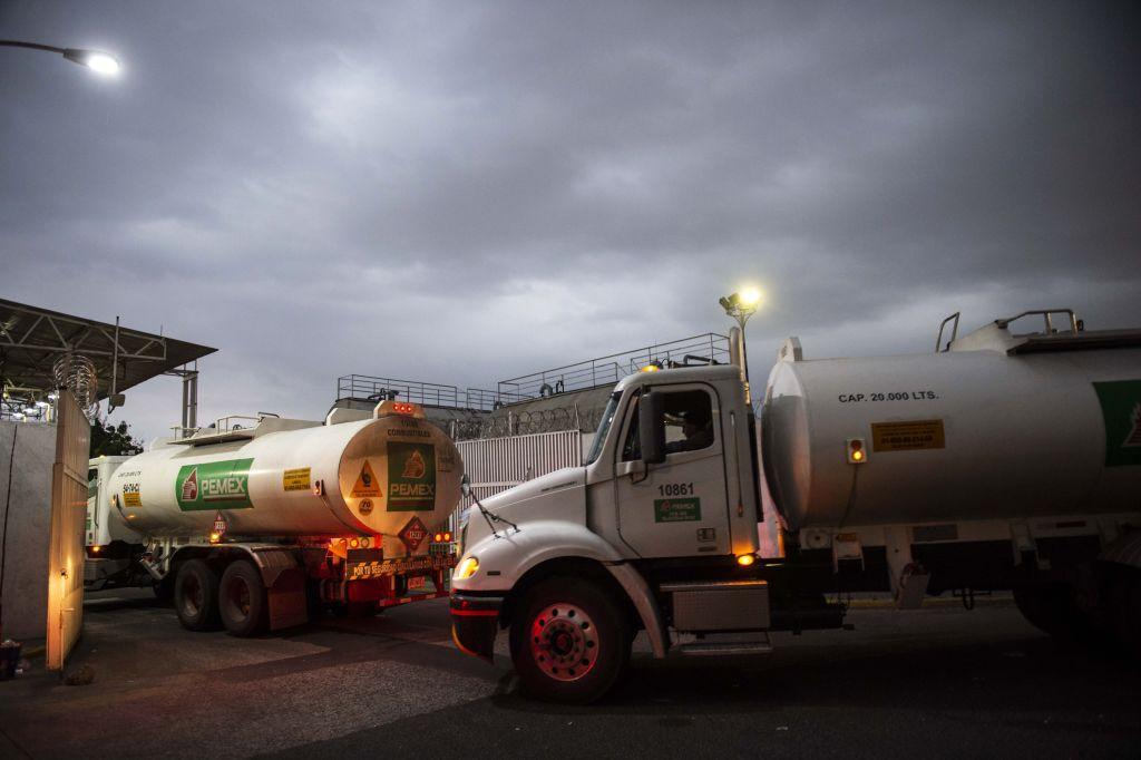 How Many Miles Per Gallon Do Semi Trucks Get