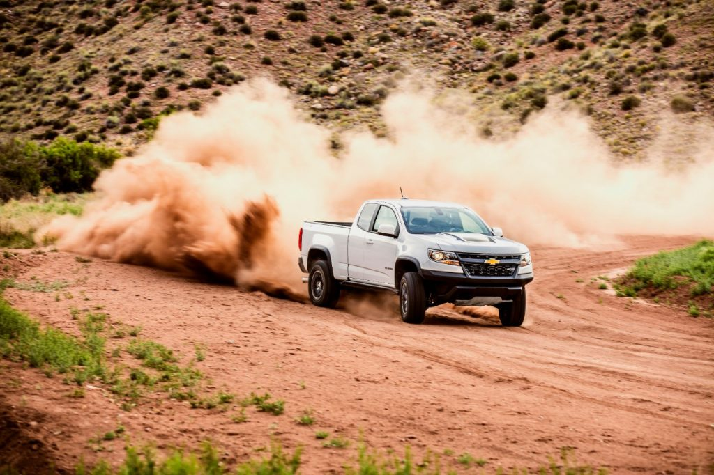 2020 Chevrolet Colorado off-roading on dirt road  ZR2 off-roading in dirt