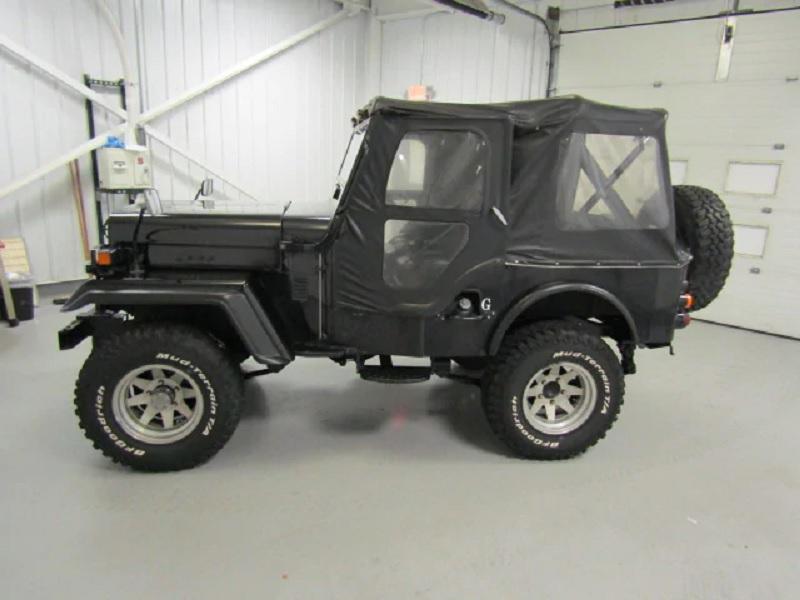 1985 Mitsubishi Jeep side