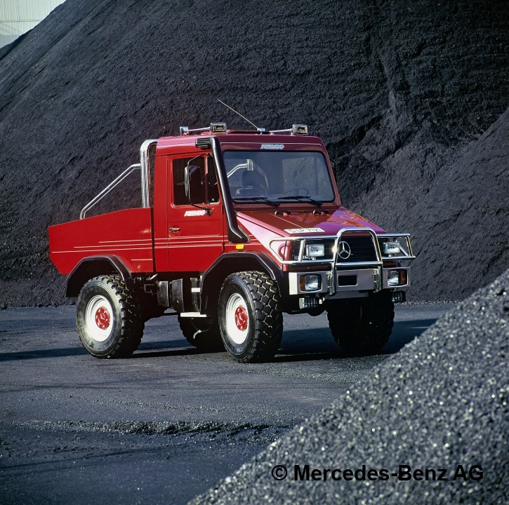 1994 Mercedes-Benz Funmog Unimog U90 side