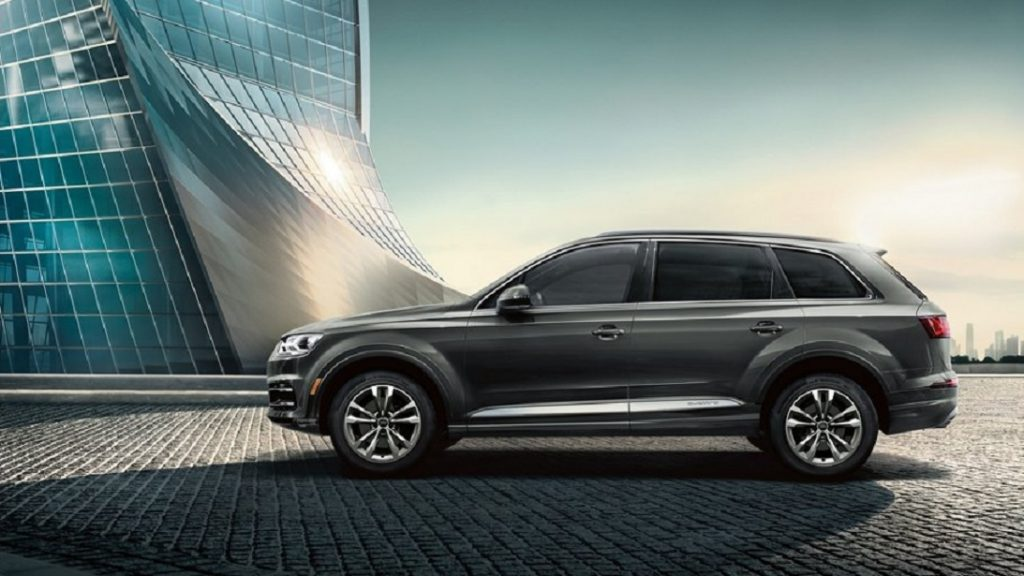 Sideview of the 2019 Audi Q7