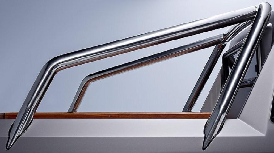 Mercedes-Benz G 63 AMG 6x6 bed bar