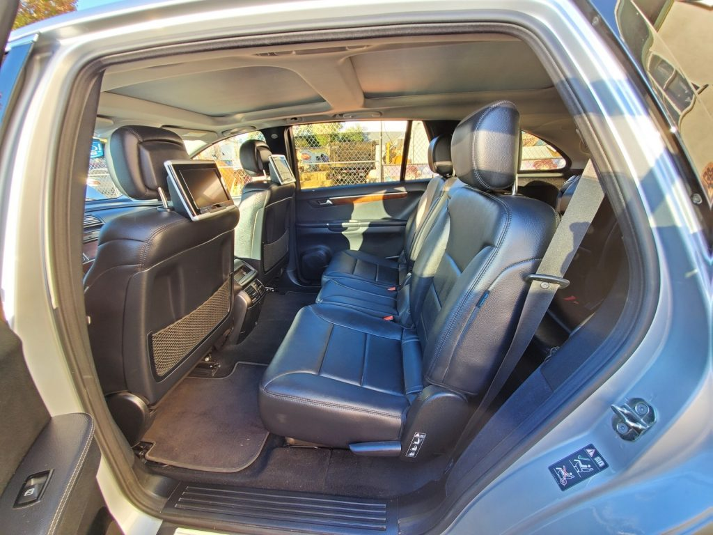 2012 Mercedes R-Class 2nd-row seats