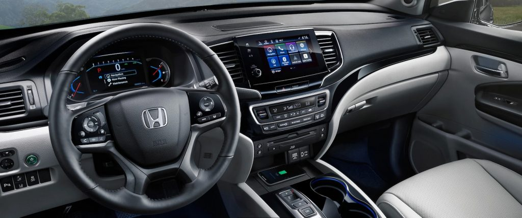 2020 Honda Pilot Elite center console