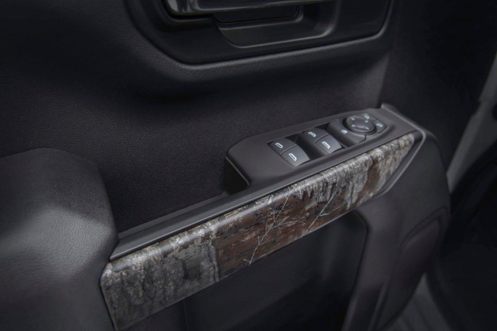 2021 Chevrolet Silverado Realtree edition door trim