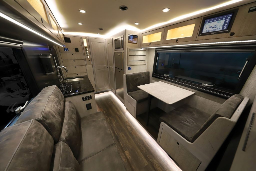 EarthRoamer LTi Ford F-550 interior