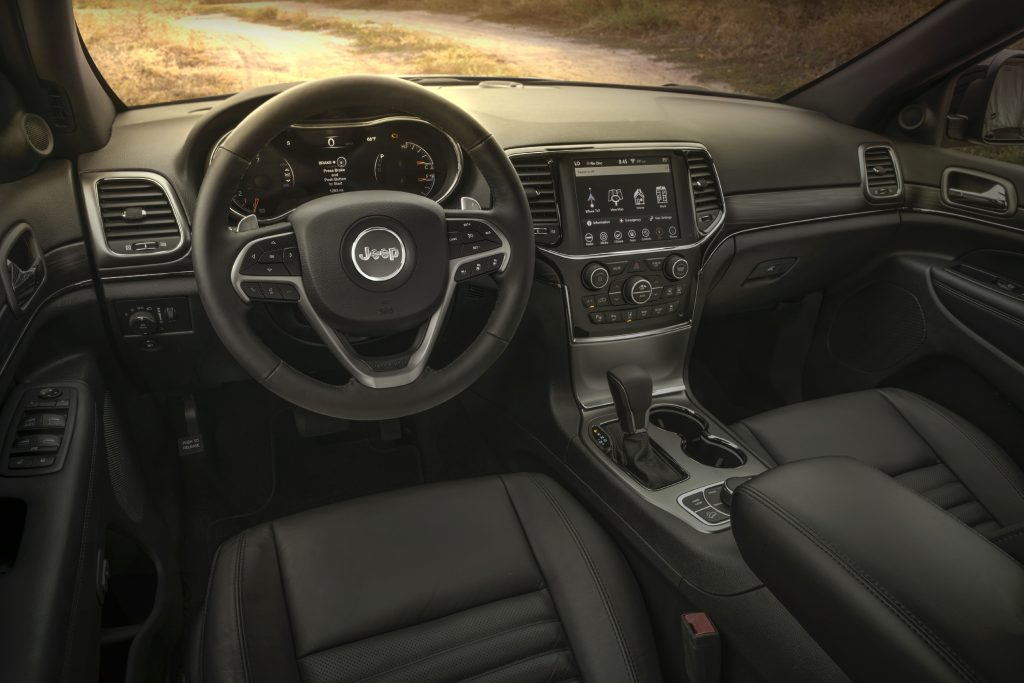 The 2020 Jeep Grand Cherokee has a simple yet classy car cabin.