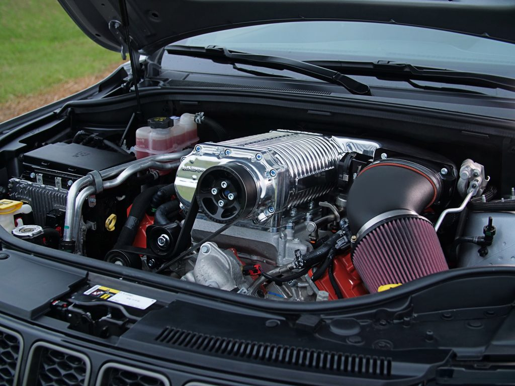 Jeep Grand Cherokee Trackhawk HPE1200 engine bay