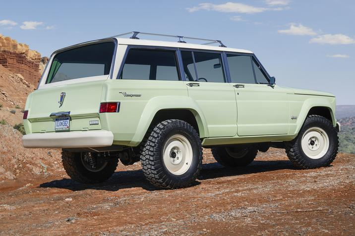 1965 Jeep Wagoneer Roadtrip side rear