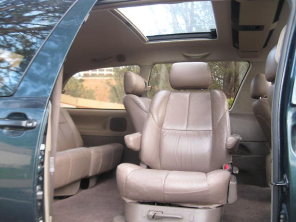 1994 Toyota Previa interior