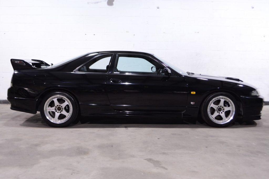 1995 Nissan Skyline GTR R33 Vspec side