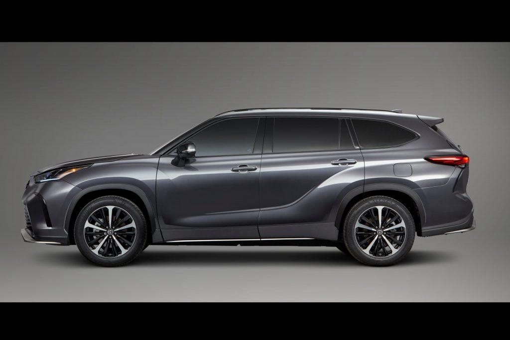 2021 Toyota Highlander XSE side