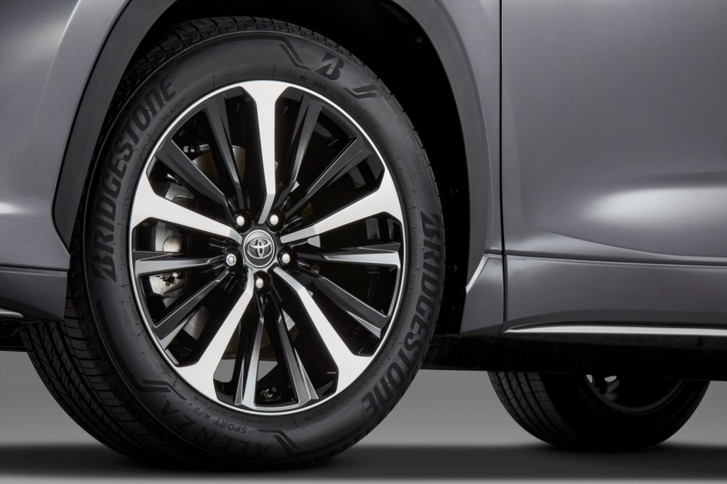 2021 Toyota Highlander XSE wheels