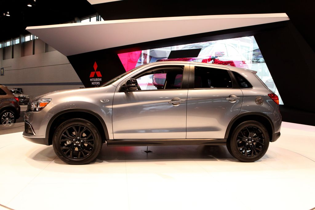 suv row seating third mitsubishi