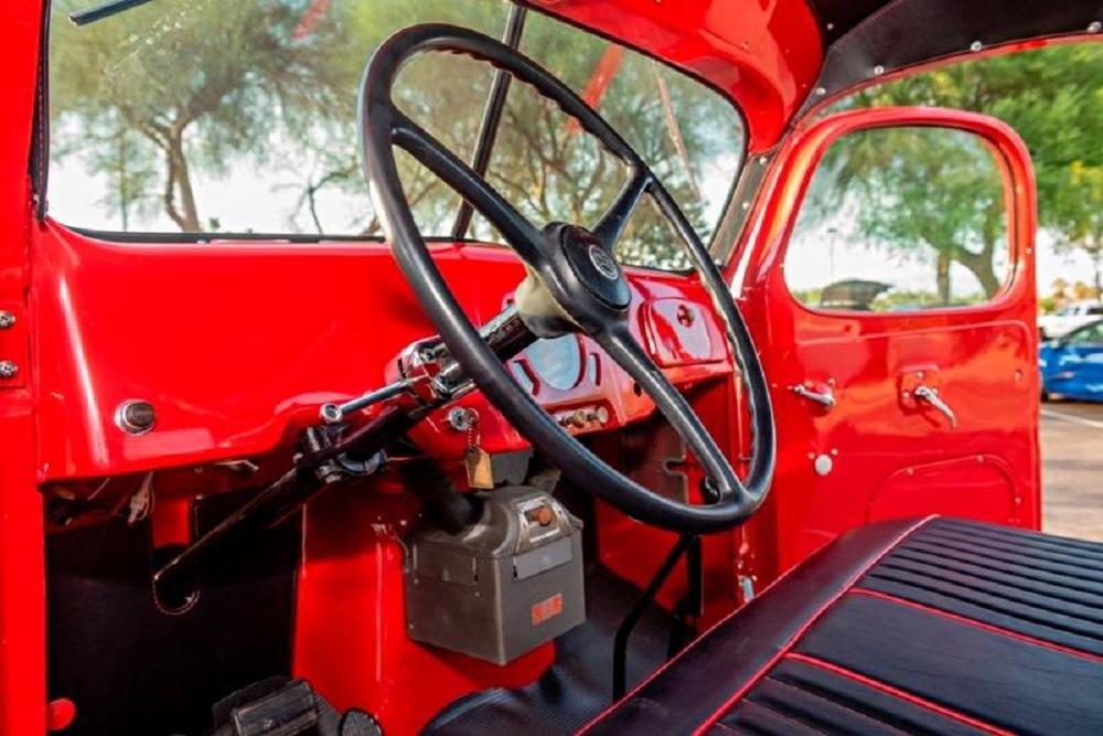 1949 Reo Speedwagon D19XA interior
