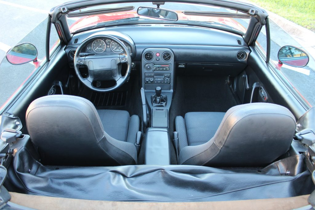 1990 Mazda MX-5 Miata interior