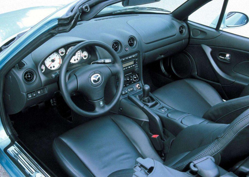 2000 Mazda MX-5 Miata interior