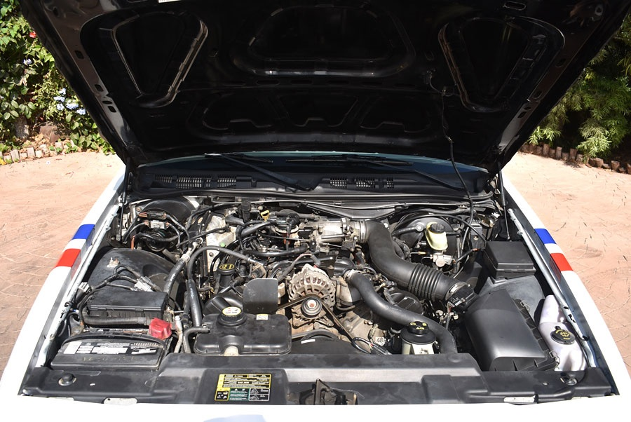 2003 Ford Crown Victoria Police Interceptor engine bay