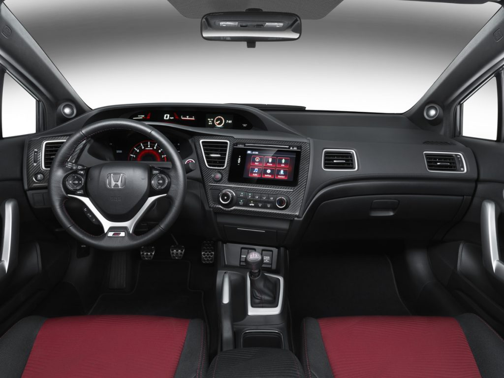 The dashboard on a 2015 Honda Civic Si.