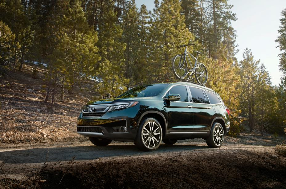 The 2020 Honda Pilot driving down the countryside.