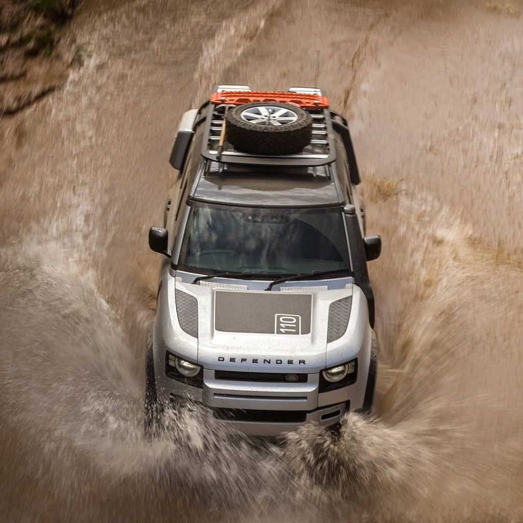 2020 Land Rover Defender 110 overhead dominates off-road reviews