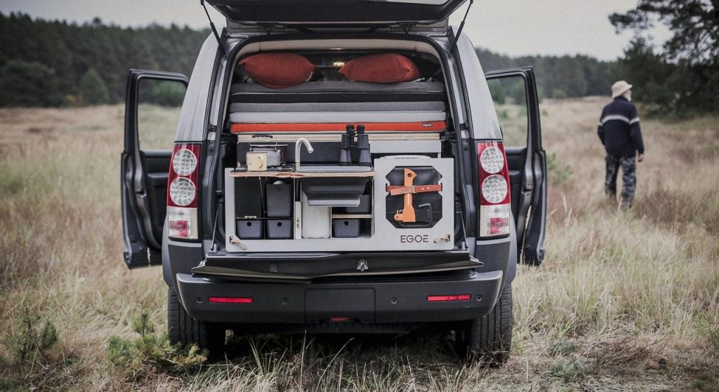 Land Rover LR4 with Egoé Nestbox Supertramp