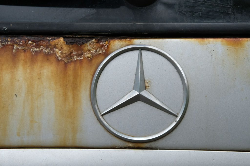 Rusty-Mercedes-Emblem-1024x683.jpg