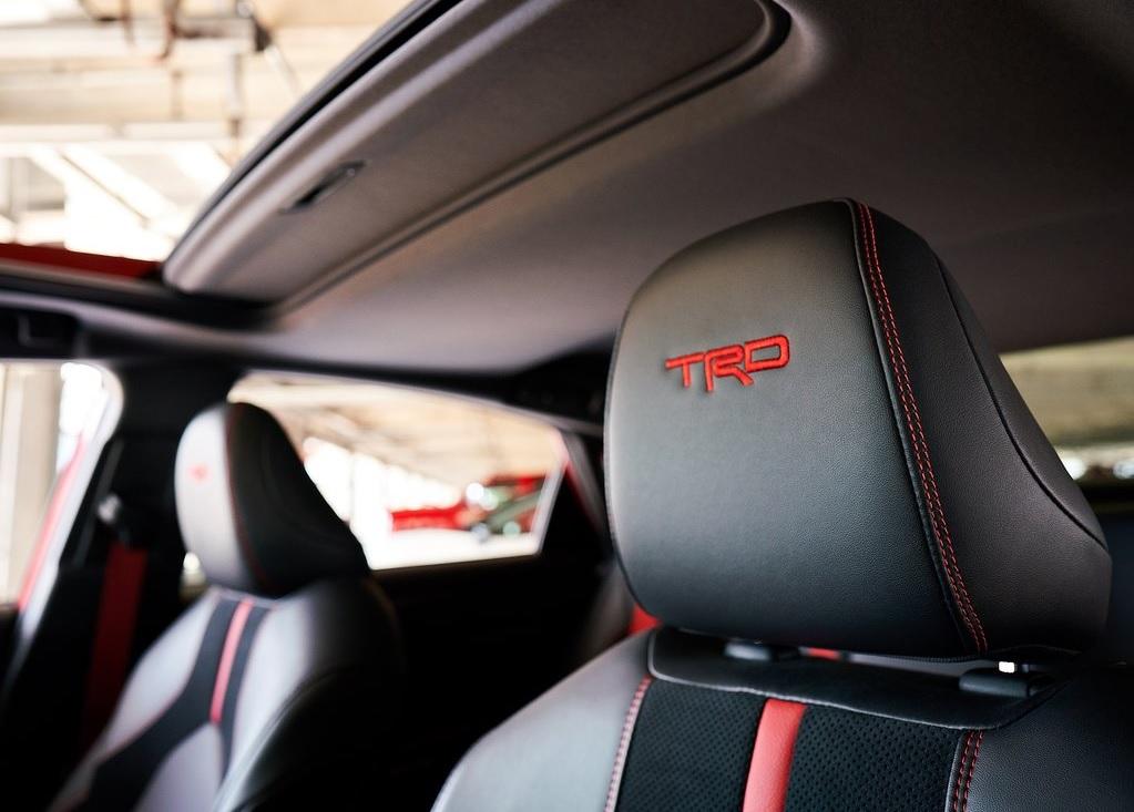 2020 Toyota Avalon TRD seats