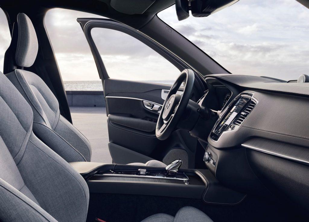 2020 Volvo XC90 interior front