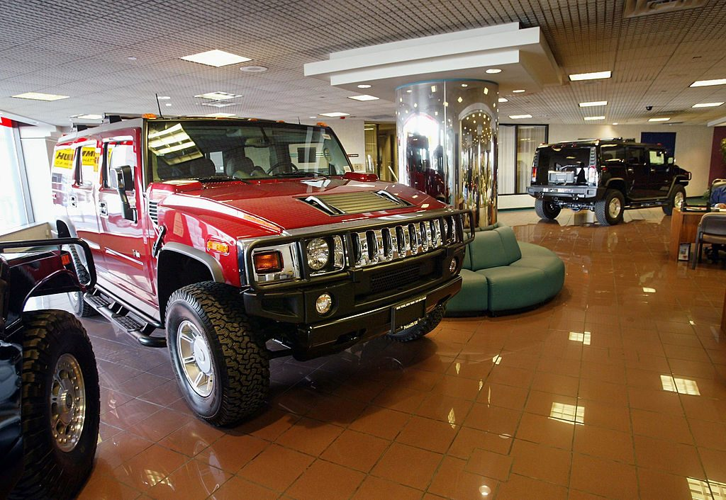 Hummer Dealership with H2s on display