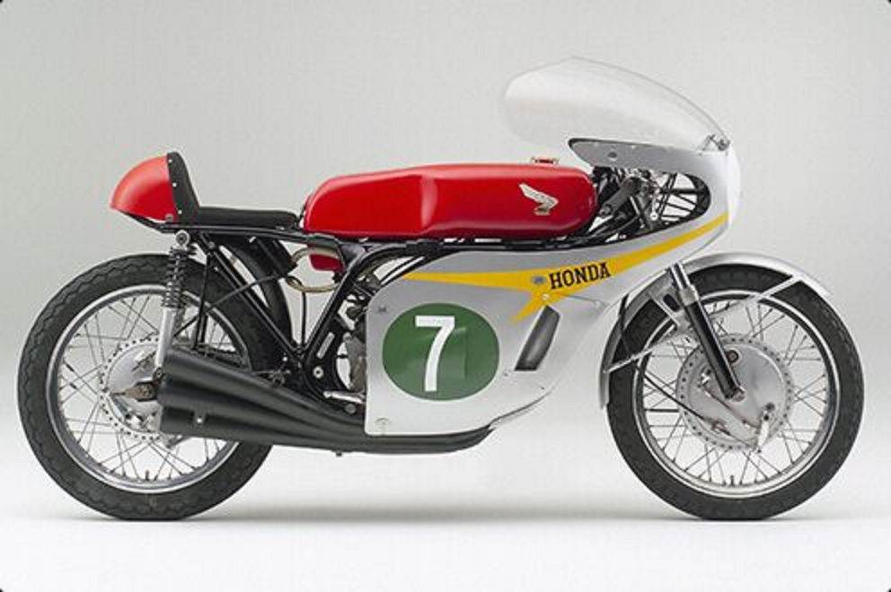 1966 Honda RC166 side