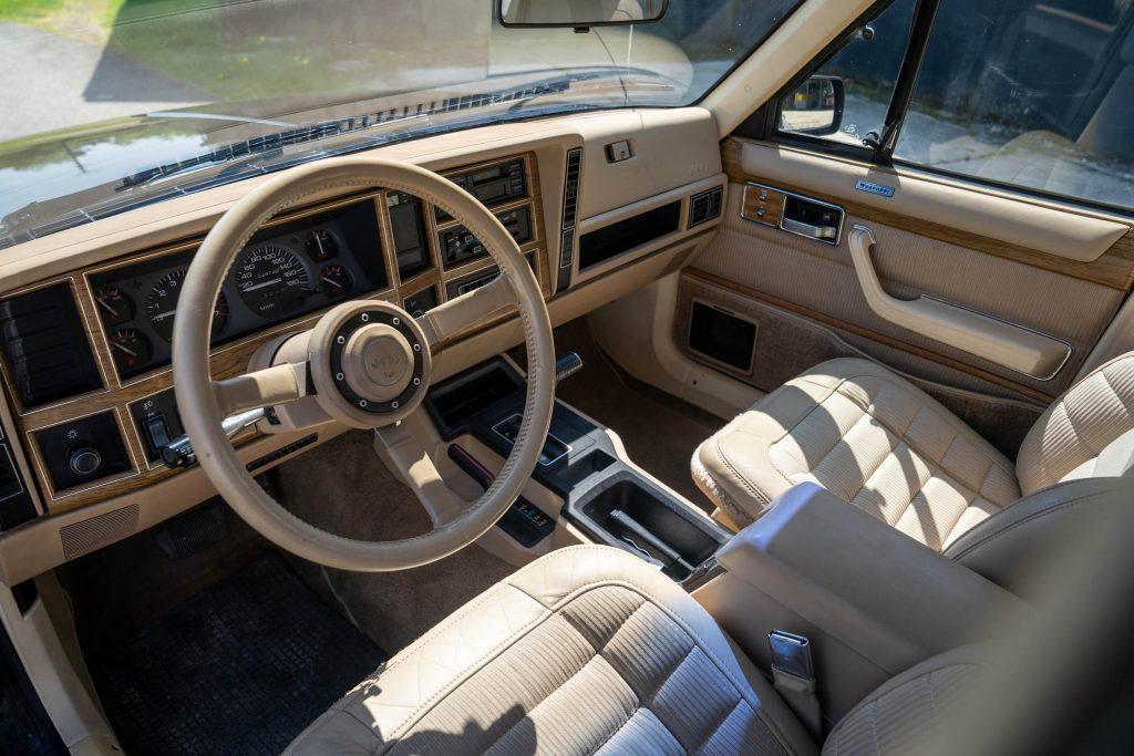 1989 Jeep Cherokee Wagoneer Limited interior