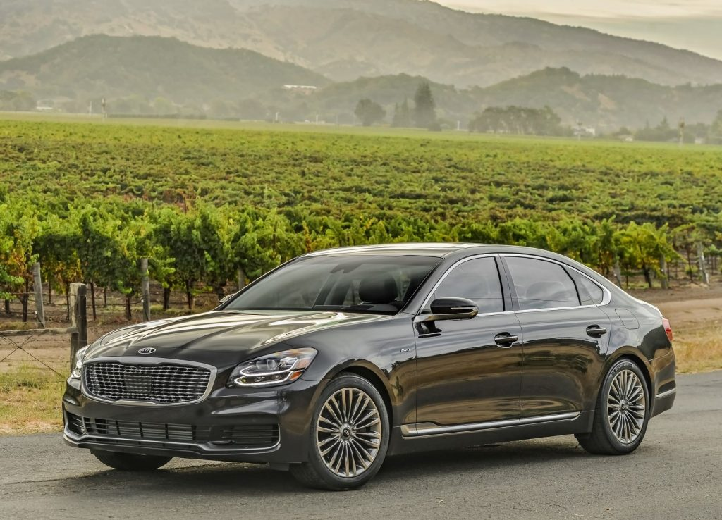 2020 Kia K900 driving down the countryside.