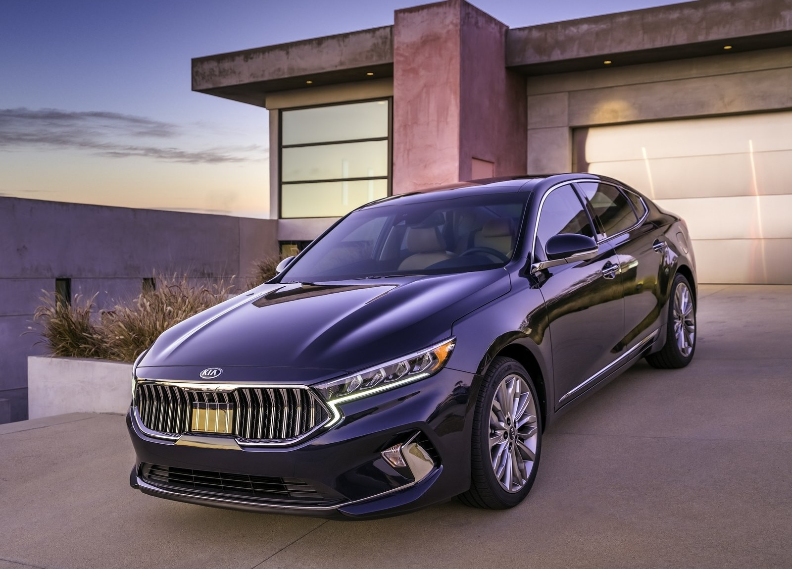The Kia Cadenza Is The Best Large Sedan You Shouldn T Ignore These Days