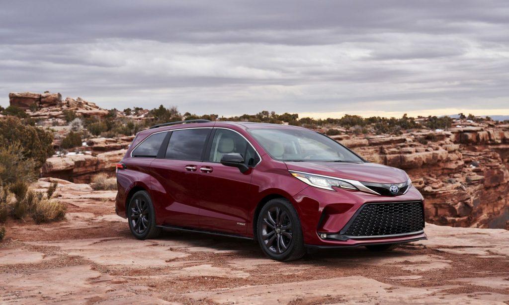 a red 2021 Sienna minivan in a desert landscape