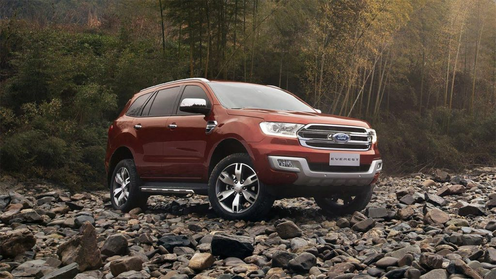 Ford Everest on rocky terrain