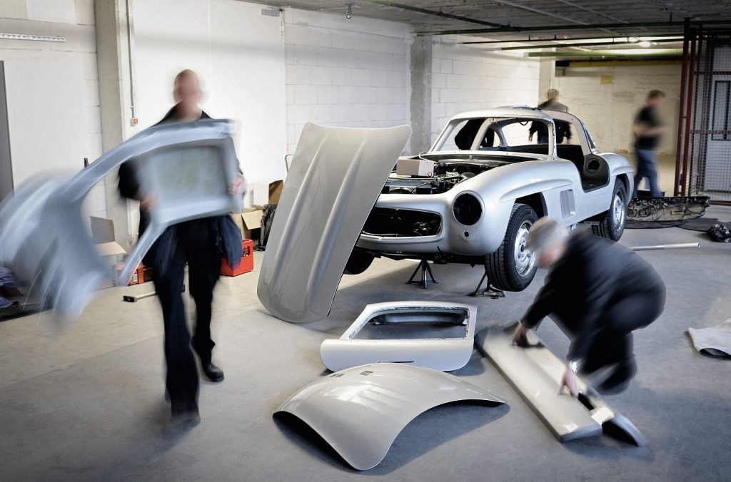 Mercedes Classic workers destroy 300SL Gullwing replica