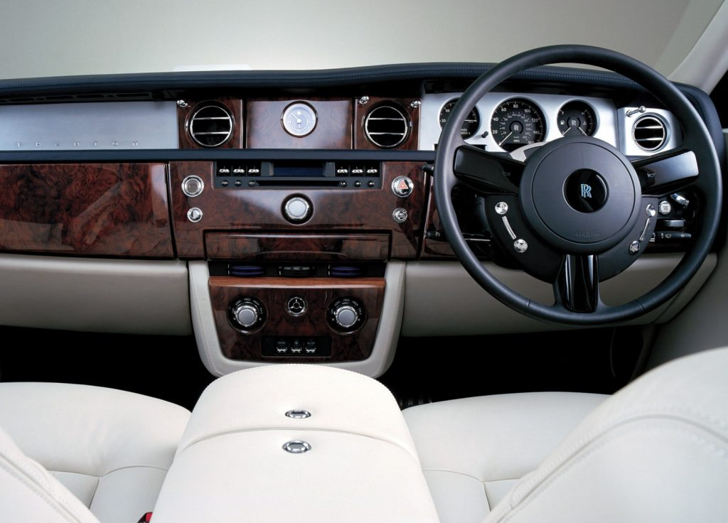 Dashboard, center console, and front seats of a 2003 Rolls-Royce Phantom VII