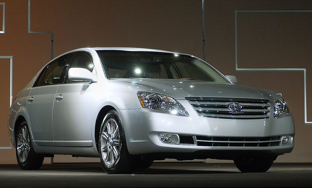 A 2006 Toyota Avalon being debuted at an auto show