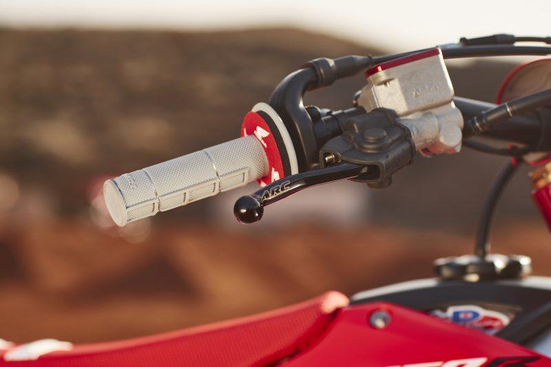 custom grip on the handlebar of Roczen's bike