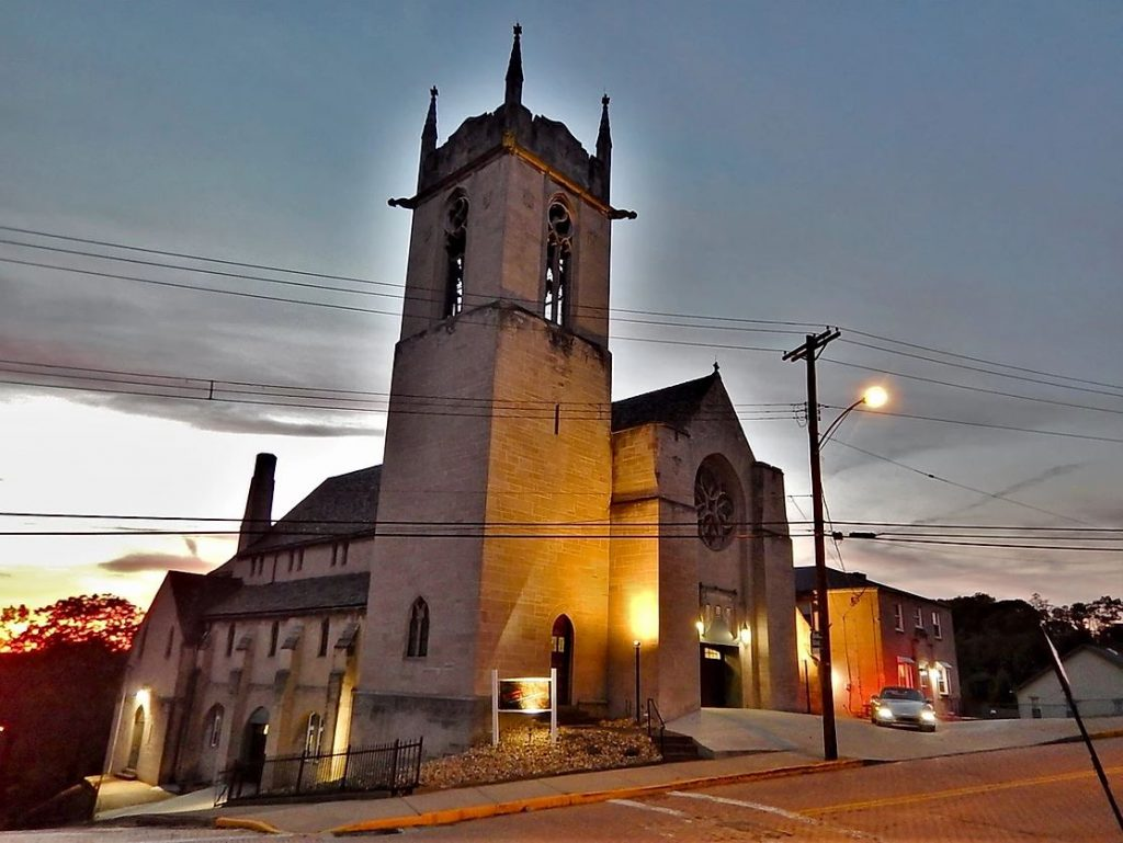 A church building near Pittsburgh, PA sits at an intersection.