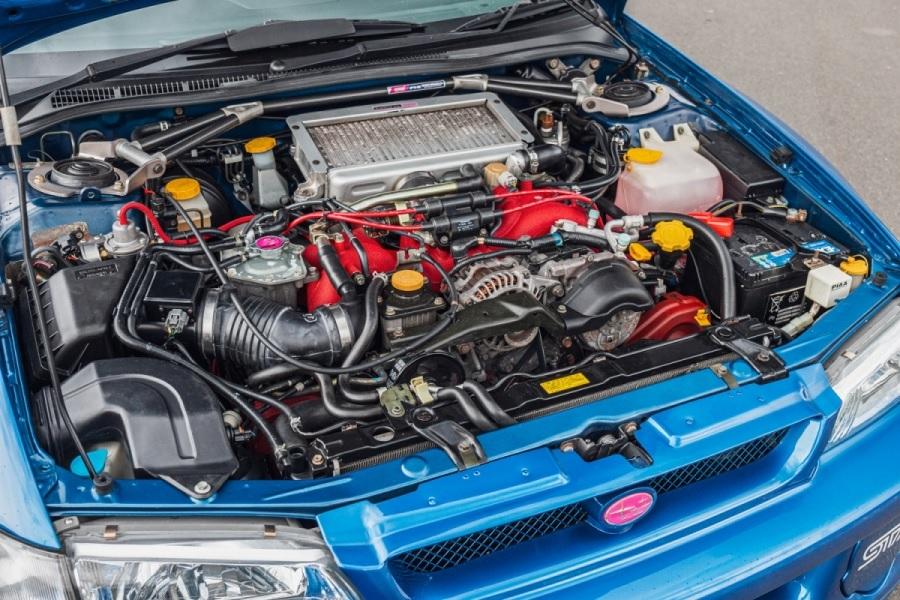 The engine bay of the 1998 Subaru Impreza 22B STi