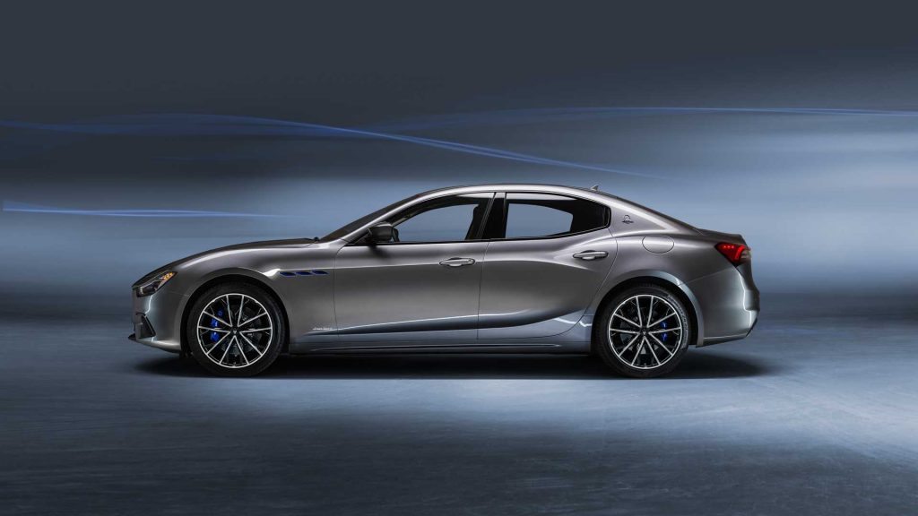 A profile view of the 2021 Maserati Ghibli Hybrid.